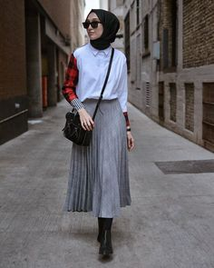 80 Fashion Hijab Casual Teens Present Simple Celebrity! Models of clothes Ootd Hijab, Casual Style Hijab, Casual Hijab Outfit, Hijab Chic, Hijab Fashion Casual, Trend Fashion, Fashion 2020, K Fashion, Fashion Outfits