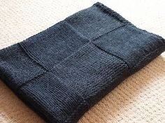 Ravelry: The Stylish Square pattern by Susan Hanlon/*****