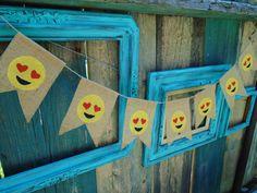 Bandera de arpillera de Emoji por DianaBananaBanner en Etsy