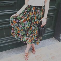 Jupe Alizée & Tutoriel Tutored Pleated Skirt With Elastic Waist Thanks Republic Cloth Ruffle Skirt Tutorial, Pleated Skirt, Midi Skirt, Mode Top, Sewing Tutorials, Sewing Tips, Short Skirts, Style Inspiration, Fashion Outfits