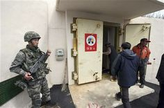 In this photo provided by the Ongjin County, a South Korean soldier stands as residents of Socheong Island evacuate to a shelter on the island, South Korea, near the West Sea border with North Korea, Tuesday, April 29, 2014. (AP Photo/Ongjin County) ▼29Apr2014AP|South Korea: North holds live-fire drills at sea http://bigstory.ap.org/article/south-korea-north-korea-conducts-live-fire-drills