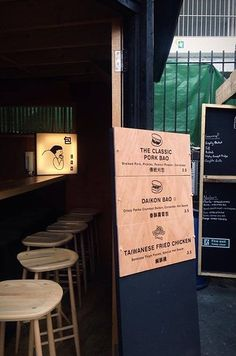 21 London Street Foods That Will Change Your Life Restaurants never, street food forever. Food Branding, Logo Food, Menu Design, Food Design, Signage Design, Design Ideas, Junk Food, Bao Bar, Bao London