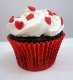 Cupcake de Chocolate, Recheado com Geléia de Morango R$4,50