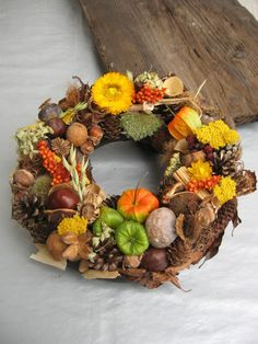 Podzimní sluníčko.... Fall Home Decor, Autumn Home, Fall Wreaths, Christmas Wreaths, Thanksgiving Flowers, Paint Colors For Living Room, Pumpkin Decorating, Fall Pumpkins, Holidays And Events