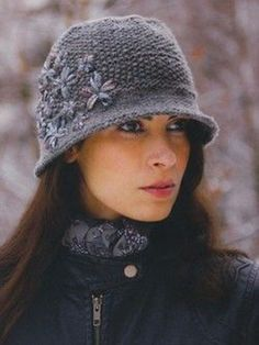 pattern 'Amber' - Solid version from Louise Hardings knitting pattern book 'Knitting in the Details . Add ribbon embroidery to knitted hats Loom Knitting, Free Knitting, Knit Or Crochet, Crochet Hats, Sombrero A Crochet, Knitting Patterns, Crochet Patterns, Embroidery Patterns, Knitting Accessories