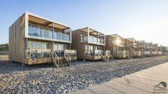 Schlafen am Strand von Hoek van Holland. Strandhäuser (Strandvillen) am Strand bei Landalpark Beach Villas. 74 Strandhäuser am Meer.