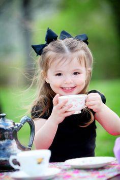 A little girl's tea Precious Children, Beautiful Children, Beautiful Babies, Beautiful Smile, Baby Kind, Cute Baby Girl, Cute Babies, Little People, Little Ones