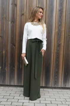 White blouse and olive skirt - LadyStyle Modest Fashion, Hijab Fashion, Fashion Outfits, Style Fashion, Office Outfits, Casual Outfits, Mother Of The Bride Fashion, Color Combinations For Clothes, Mode Simple