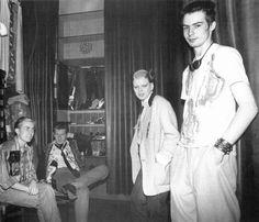 Simon Barker, Marco Pirroni, Soo Catwoman et Sid Vicious photographiés par Bob Gruen dans la boutique SEX, 1976