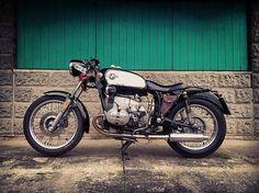 BMW Classic R80rt - - #caferacerindo #caferacerindonesia #caferacer #custombike #triumph #deus  #vespa #scrambler #bratstyle #bobber #harleydavidson #japstyle #sportster #flattracker