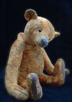 Ridley a reproduction vintage bear, made by Paula's husband Darren.