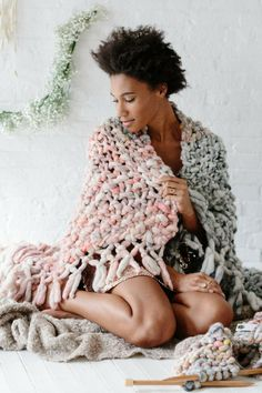 The Wanderlust Ombre Throw Pattern by Knit Collage is the perfect thing to snuggle up in on those cold weather days! This pattern uses 6-8 skeins of our gorgeous super chunky Wanderlust yarn! Save this pin and click through for more details! Chunky knit blanket, home knitting patterns, easy knitting home patterns, ombre knit blanket, diy knit blanket, boho knit throw, easy knit throw, knitting patterns for beginners, knitting patterns for women,