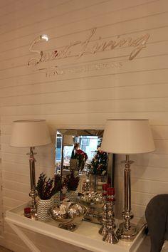 Konsola, lustro i lampy propozycja Sweet Living  #konsola #lampy #wystrójwnętrz #dodatki #dekoracjadomu #lustro #aranżacja #stylowo #pięknie #szykownie #luksusowo
