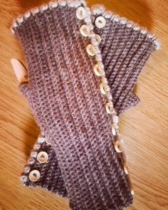 Wrist Warmers with Buttons (March '17) #ninamarie_fi #crochet #crochetaddicted #lotsofbuttons #wool #virkkaus #virkkaushullu #novita #novitawool