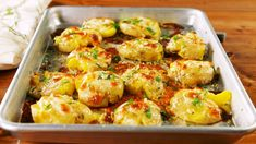 Cheesy Garlic Butter Potatoes = Your New Favorite Side - Provided by Hearst Communications, Inc Garlic Butter Potatoes Recipe, Smashed Potatoes Recipe, Cheesy Potatoes, Baked Potatoes, Whole Food Recipes, Cooking Recipes, Dinner Recipes, Yummy Recipes, Recipies