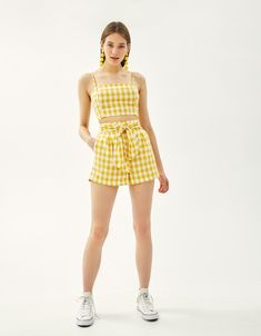 Chic and casual outfits 2019 charming, spring summer outfits ideas nice gorgeous teen fashion outfits Teen Fashion Outfits, Cute Fashion, Pretty Outfits, Stylish Outfits, Crop Top Outfits, Summer Outfits, Jugend Mode Outfits, Yellow Clothes, Stylish Clothes