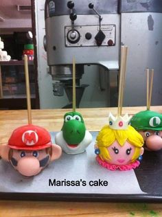 Mario bros and friends candy apples. Visit us Facebook.com/marissa'scake or www.elmanjarperuano.com