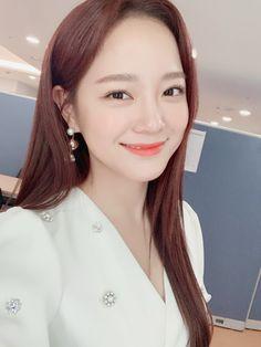 K-Pop Babe Pics – Photos of every single female singer in Korean Pop Music (K-Pop) Beautiful People, Most Beautiful, Kim Sejeong, Girl Artist, Sistar, Ioi, Female Singers, Single Women, Nayeon