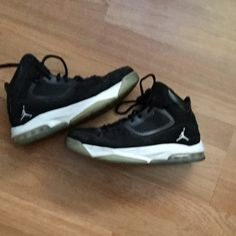 Jordan flights size 10 In good condition, has very minor scuff marks! Willing to Trade or make offers! Jordan Shoes Sneakers