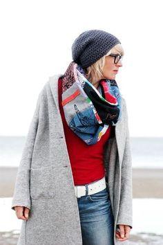 Plustrige und voluminöse Schals sind einfach schön. Hier findet ihr eine Anleitung, wie ihr aus abgelegten Kleidungsstücken und Stoffresten einen stylishen Schal nähen und mit zusätzlichen Schablonendrucken zu einem kleinen Designerstück machen könnt. Das geht am besten mit bedruckten oder … mehr