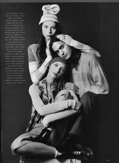 Perry Ellis, The grunge collection designed by Marc Jacobs. (Is grunge back yet? I am horrified the stuff came back.I am ready for the grunge. Well prepared too as I still have my old docs! Fashion Kids, Fashion Models, 90s Models, Fashion Designers, High Fashion, Moss Fashion, Anti Fashion, Fashion Fashion, Perry Ellis