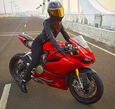 Female Motorcycle Riders, Motorbike Girl, Women Motorcycle, Lady Biker, Biker Girl, Ducati Motorcycles, Sportbikes, Biker Chick, Car Girls