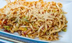Nudelsallad till grillat Pasta Noodles, Wok, Barbecue, Side Dishes, Grilling, Salads, Picnic, Spaghetti, Food And Drink