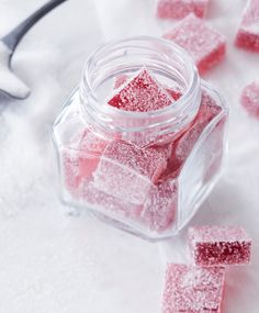 Candy candy (DIY Turkish delight) Use berry juice for flavour. No preservatives needed Xmas Desserts, No Bake Desserts, Delicious Desserts, Candy Recipes, Sweet Recipes, Berry Juice, Sweet Little Things, Homemade Candies, Toddler Meals