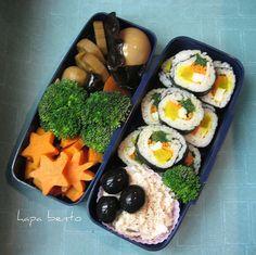 Kimbap, nimono, tuna salad, sweet potatoes and broccoli.    Korean food is featured on today's hapa bento blog post.     http://www427.litado.edu.vn/2013/03/21/cach-lam-kimbap  .