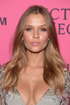 Josephine Skriver Photos - Model Josephine Skriver attends the 2015 Victoria's Secret Fashion After Party at TAO Downtown on November 2015 in New York City. - 2015 Victoria's Secret Fashion After Party - Pink Carpet Arrivals Josephine Skriver, Victoria Secret Hair, Victoria Secret Fashion Show, Vs Fashion Shows, Fashion Tips For Women, Beauté Blonde, Braut Make-up, Mannequins, Pretty Hairstyles