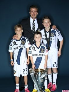 David Beckham Celebrates Final Galaxy Win with His Sons!: Photo David Beckham and his sons Brooklyn, Romeo, and Cruz pose with the 2012 MLS Cup after the Los Angeles Galaxy took home the big prize on Saturday (December at… David Beckham Images, David Beckham Family, Victoria And David, David And Victoria Beckham, Brooklyn Joseph Beckham, Mls Cup, Houston Dynamo, Soccer Boys, Soccer Stars