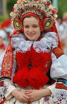 Vlčnovský costume belongs to a group of costumes Uherský Brod Dolňácko and worn only in the village Vlcnov.
