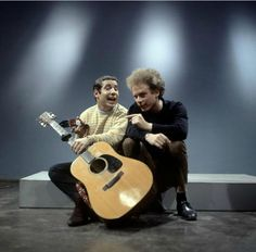 Paul Simon and Art Garfunkel 60s Music, Folk Music, Music Icon, Rock N Roll Music, Rock And Roll, Nostalgia, Simon Garfunkel, Paul Simon, Idole