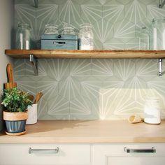 Hexagon Tile Bathroom, Kitchen Wall Tiles, Hexagon Tiles, Beautiful Kitchen Designs, Contemporary Kitchen Design, Motif Hexagonal, Tile Bedroom, Splashback, Tile Design