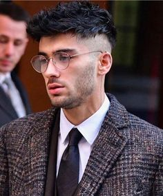The Hertingbone coat given street edge Zayn Malik Songs, Zayn Malik Style, Zayn Mallik, Zayn Malik Pics, Zayn Malik Biography, Zayn News, Zayn Malik Hairstyle, Great Ab Workouts, Men Hair Color