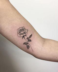 """439 curtidas, 10 comentários - Bruna Bianculli Tattoo ✒️ (@brubiancullitattoo) no Instagram: """"Rosinha da Van GENTE, lembrando que vai rolar FLASH DAY esse domingooo A partir das 12h aqui…"""""""