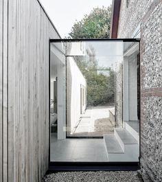 Hampshire barn conversion / Adam Knibb Architects