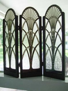 Art Deco Screen, sun motif and triangular patterns can be seen. The sweeping cur… Art Deco Screen, sun motif and triangular patterns can be seen. The sweeping curves seem to be influence by early Egyptian interiors. Motif Art Deco, Art Deco Decor, Art Deco Pattern, Art Deco Design, Decoration, Art Deco Art, Art Deco Mirror, Art Deco Glass, 1920s Art Deco