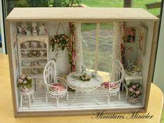 "Dollhouse RoomBox Miniatura - Sentado Nook por la ""ventana francesa ', Escala 1:12"
