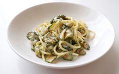 Spaghetti alla nerano - Gli spaghetti alla nerano sono un primo piatto buonissimo e facile da preparare, adatto davvero a tutti i palati!