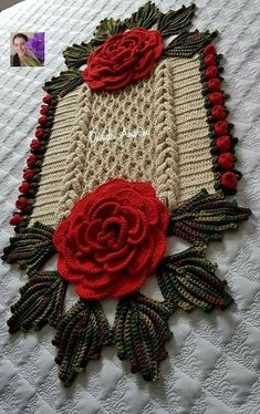 24 New Ideas for crochet table runner christmas doily patterns Crochet Flower Patterns, Doily Patterns, Crochet Designs, Crochet Flowers, Crochet Table Runner, Crochet Tablecloth, Crochet Doilies, Crochet Home, Crochet Gifts