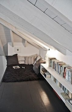 Small reading nook in attic - this would be a great idea for our loft. Just need create floor access to the loft. Attic Rooms, Attic Spaces, Small Spaces, Loft Bedrooms, Attic Playroom, Attic Loft, Garage Attic, Attic Ladder, Small Space Design