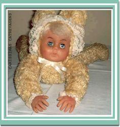boneca antiga para colocar na cama da decada de 60.