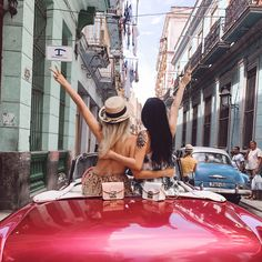 Furla goes to Cuba! We traveled to Havana with fashion influencers and Stay tuned for more pics of their trip 🇨🇺 Cuban Cars, Going To Cuba, Tropical Style, Lush Garden, Furla, Stay Tuned, Havana, Us Travel, Coachella