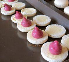 Ganache Macaron, Macaron Pistache, Number Cakes, Cake Boss, Beignets, Biscuits, Mini Cupcakes, Macarons, Doughnut