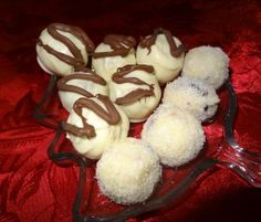 Mixure of Plain coconut and chocolated coated cranberry and macadamia nut white chocolate truffles White Chocolate Truffles, White Chocolate Macadamia, Cupcake Recipes, Baking Recipes, Dessert Recipes, Desserts, Frog Cupcakes, Cake Bites, Cake Truffles