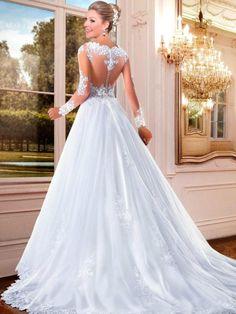 vestido de noiva com naga de tule e brodado calda longa