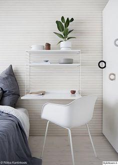 liukuovikaapit,työhuone,työpiste,työpöytä,paneeliseinä,seinä,makuuhuone,makuuhuoneen sisustus