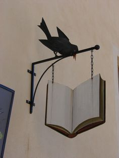 Enseignes de librairies , pour le plaisir pinner wrote : When I have my used bookstore I want this sign above the door Storefront Signs, Pub Signs, Store Signs, Hanging Signs, Book Nooks, Store Fronts, I Love Books, Vintage Signs, Book Lovers