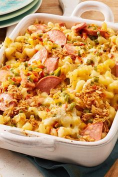 Käsenudeln mit Fleischwurst Ruck-Zuck-Nudelauflauf to feel good. With meat sausage and lots of cheese, the classic is the new favorite food on uncomfortable autumn days. Tasty, Yummy Food, Pasta Bake, Sausage Recipes, Queso, Carne, A Food, Macaroni And Cheese, Vegetarian Recipes